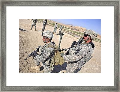 U.s. Army Soldiers Call In An Update Framed Print by Stocktrek Images