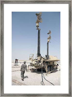 U.s. Army Soldiers Prepare To Move Framed Print