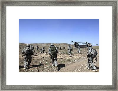 U.s. Army Soldiers Run Back Framed Print by Stocktrek Images