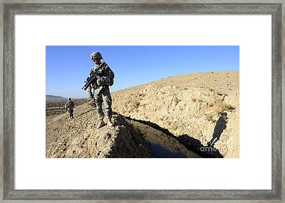 U.s. Army Soldiers Secure A Section Framed Print