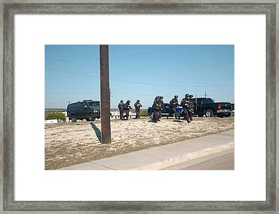 Us Army Swat Team Approaching Framed Print by Everett