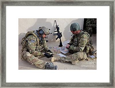 U.s. Soldiers Count Money Found While Framed Print