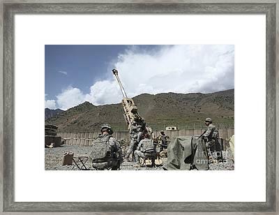 U.s. Soldiers Prepare To Fire Framed Print by Stocktrek Images