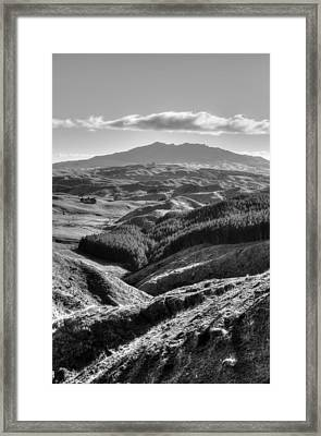 Valley View Framed Print by Les Cunliffe