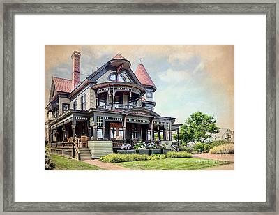 Victorian House Marthas Vineyard Framed Print by Susan Isakson