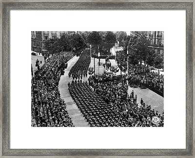 World War I, American Troops Marching Framed Print by Everett