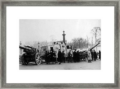 World War I, French Civilians In Paris Framed Print by Everett