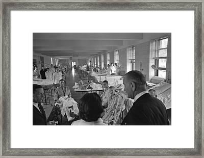 Wounded Vietnam Veterans. President Framed Print by Everett