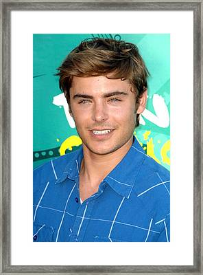 Zac Efron At Arrivals For Teen Choice Framed Print