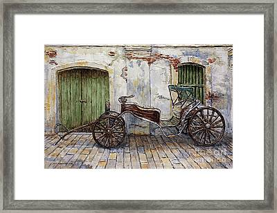 A Carriage On Crisologo Street 2 Framed Print