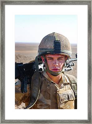British Army Fighting The Taliban In Helman Droviens 2006 3 Para Framed Print