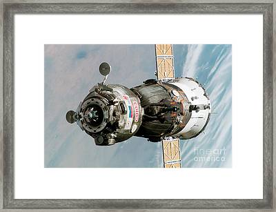 Iss Expedition 11 Crew Arriving Framed Print