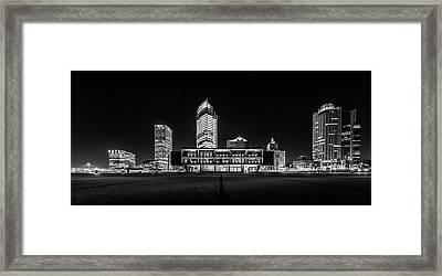 Milwaukee County War Memorial Center Framed Print