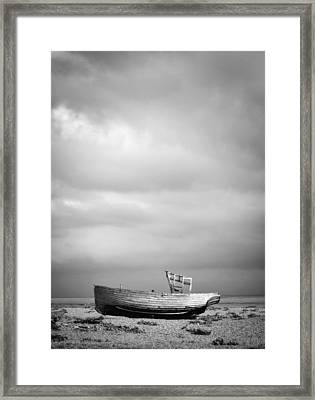 Projekt Desolate Shoreline.  Framed Print by Stuart Ellesmere