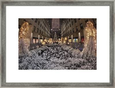 Rockefeller Center Christmas Nyc Framed Print by Susan Candelario