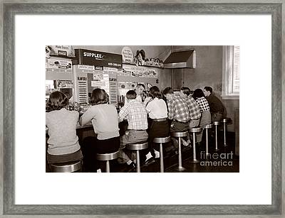 Teens At A Diner, C. 1950s Framed Print by H. Armstrong Roberts/ClassicStock