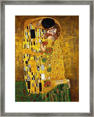 The Kiss Framed Print by Klimt