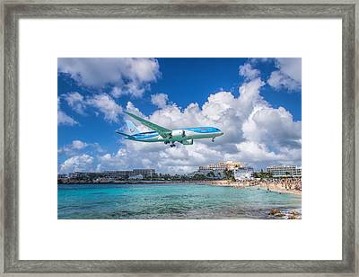 Tui Airlines Netherlands Landing At St. Maarten Airport. Framed Print by David Gleeson