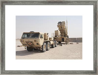 U.s. Army Soldiers Power-up A Mim-104 Framed Print