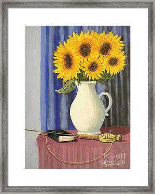 Vase Of Sunflowers Framed Print by Don Lindemann