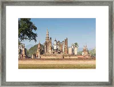 Wat Mahatat, Sukhothai Historical Park, Sukhothai, Thailand Framed Print by Roberto Morgenthaler