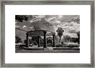 Wellspring Fountain - Council Bluffs Iowa Framed Print by L O C