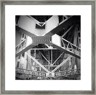 Under The Bridge Framed Print by Les Cunliffe