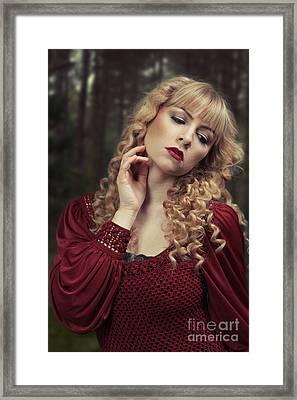 Pre-raphaelite Beauty Framed Print by Amanda Elwell