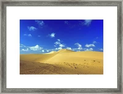 Sandy Desert Framed Print by MotHaiBaPhoto Prints