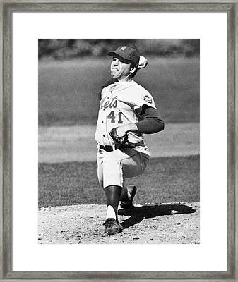 Tom Seaver (1944-) Framed Print by Granger