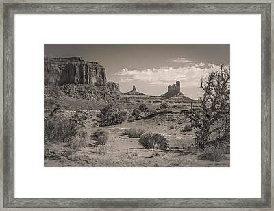 #3326 - Monument Valley, Arizona Framed Print