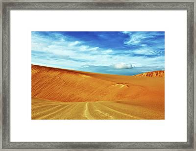 Desert Framed Print by MotHaiBaPhoto Prints