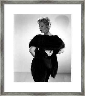 Kim Novak, 1956 Framed Print by Everett