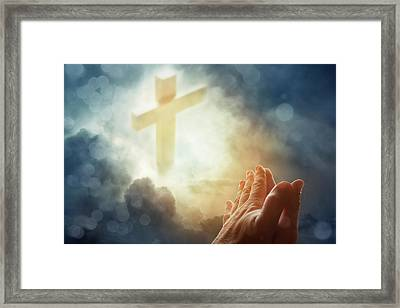 Prayer Framed Print by Les Cunliffe