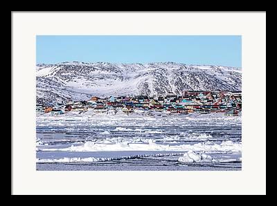 Schnee Framed Prints