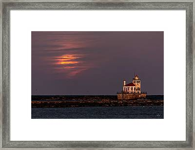 Framed Print featuring the photograph A Moonsetting Sunrise by Everet Regal