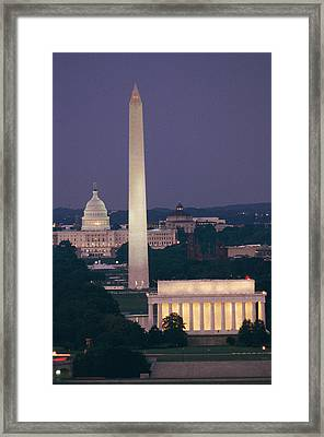 A Night View Of The Lincoln Memorial Framed Print by Richard Nowitz