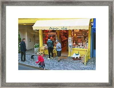 A Picture Paints A Thousand Words Framed Print by Verlaine Crawford