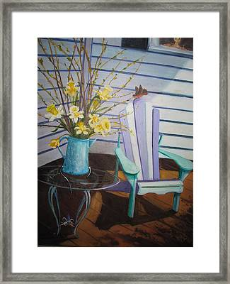 A Surpise Visitor Framed Print by Gloria Condon