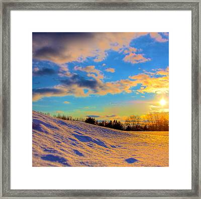 A Winters Sunset  Framed Print by Robert Pearson