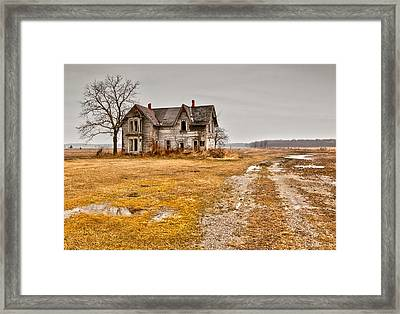 Abandoned Farm House Framed Print by Cale Best