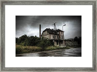Abandoned Places Abondoned House                   Framed Print