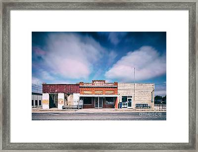 Abbott A Quitter Never Wins And A Winner Never Quits - Willie Nelson's Birthplace Texas Framed Print by Silvio Ligutti