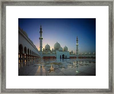 Abu Dhabi Grand Mosque Framed Print by Ian Good