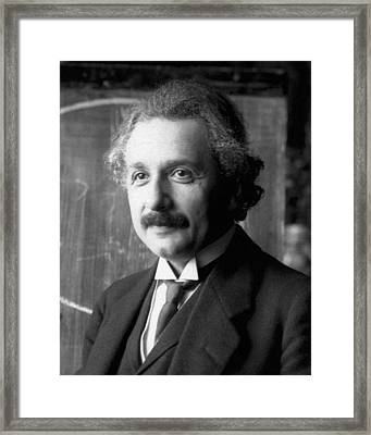 Framed Print featuring the pyrography Albert Einstein Nel 1921 by Artistic Panda