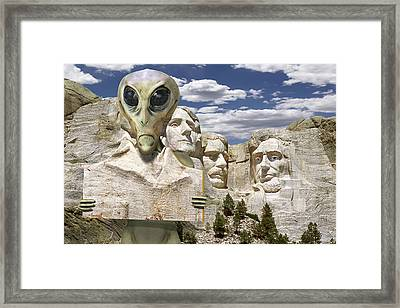 Alien Vacation - Mount Rushmore Framed Print