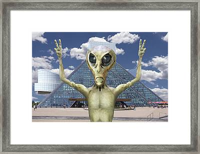 Alien Vacation - R And R Hall Of Fame Framed Print