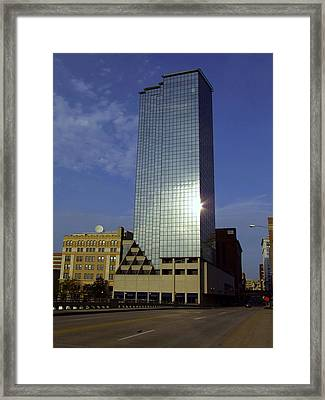 Amway Hotel In The Sun Framed Print by Richard Gregurich