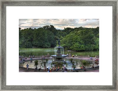 Angel Of The Waters Fountain  Bethesda Framed Print by Lee Dos Santos