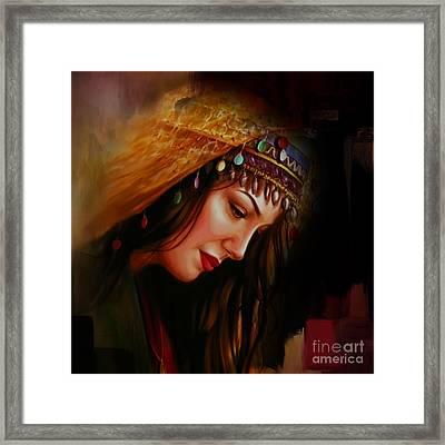 Arabian Woman 043b Framed Print